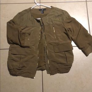 Army green jacket, perfect to dress up your outfit